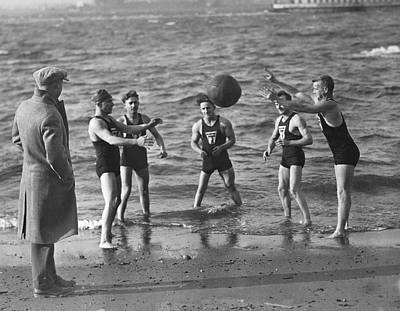 Medium Group Of People Photograph - All Weather Ny Swimmers by Underwood Archives