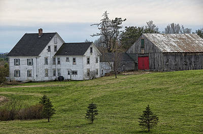 Landscape Photograph - American Farmhouse by Donna Doherty