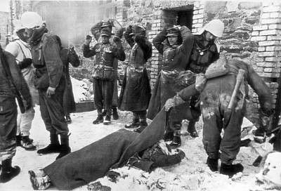 Hand On Head Photograph - American Soldiers At Wwii Front by Underwood Archives