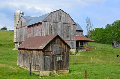 Photograph - Amish Barn #2 - Woodward Pa by Joel E Blyler