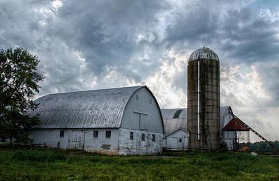 Amish Farms Digital Art - Amish Barn by Linda Unger