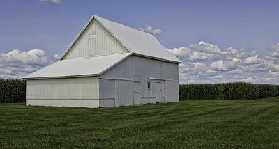 Counry Photograph - Amish Barn by Susan Knodle