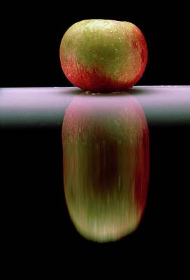 An Apple & Its Reflection In A Polished Table Top Art Print by Mike Devlin/science Photo Library