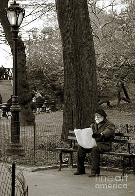 Newyork08 Photograph - An Artist In Central Park by RicardMN Photography