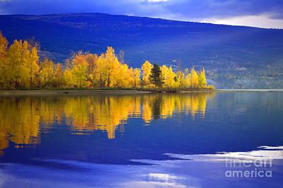 Okanagan Lake Photograph - An Autumn Morning At Sunoka Beach by Tara Turner
