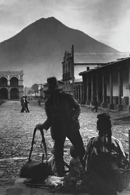 Guatemala Photograph - An Indian Family In Antigua by Arnold Genthe