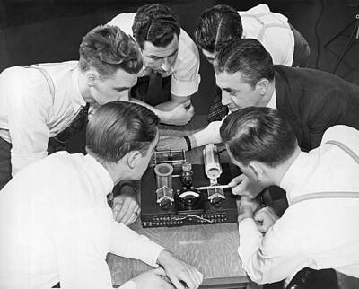 Electronics Photograph - An Instructor And His Students by Underwood Archives