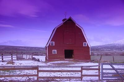 Gelid Photograph - An Old Barn In The Wenas by Jeff Swan