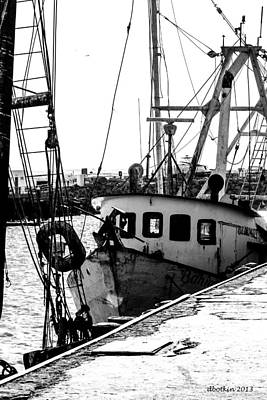 Photograph - An Old Trawler by Dick Botkin