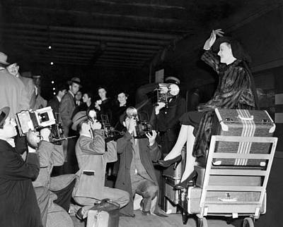 Grand Central Station Photograph - Ann Sheridan Arrives In Ny by Underwood Archives