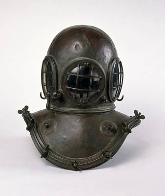 Diving Helmet Photograph - Antique Diving Helmet by Dorling Kindersley/uig