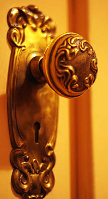 Photograph - Antique Doorknob by Marilyn Wilson