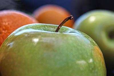 Still Life Photograph - Apple by Helaine Cummins