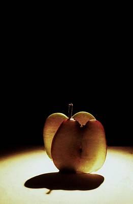 Apple Slices Art Print by Alfredo Martinez