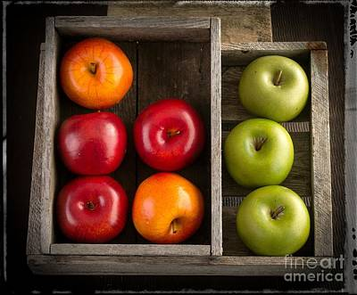 Kitchen Decor Photograph - Apples by Edward Fielding