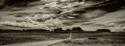 Photograph - Approaching Monument Valley by Ron White