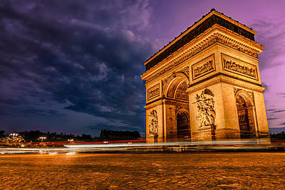 De Photograph - Arc De Triomphe At Dusk In Paris by James Udall