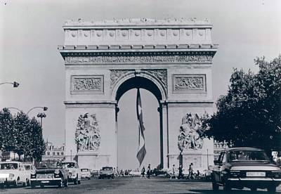 Arc De Triomphe Art Print by Retro Images Archive