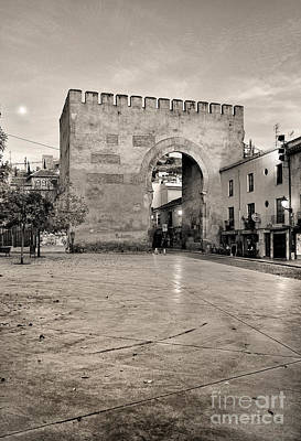Balck And White Photograph - Arc Of Elvira  by Guido Montanes Castillo
