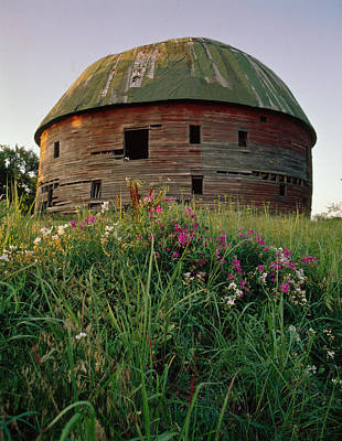 Arcadia Round Barn And Wildflowers Art Print
