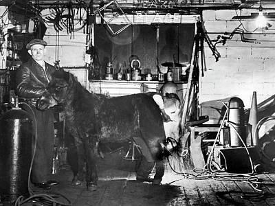 Arc Welder Photograph - Arcwelding Horseshoes by Underwood Archives