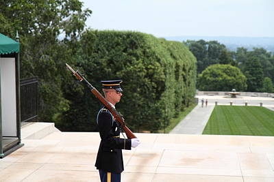 Cemetary Photograph - Arlington National Cemetery - Tomb Of The Unknown Soldier - 01135 by DC Photographer