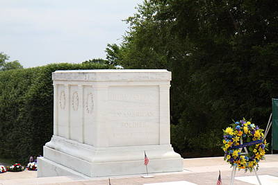 Headstones Photograph - Arlington National Cemetery - Tomb Of The Unknown Soldier - 01136 by DC Photographer