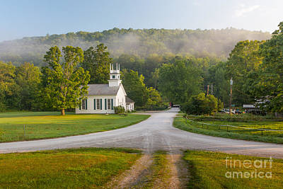 Photograph - Arlington Vt Church On The Green by Susan Cole Kelly