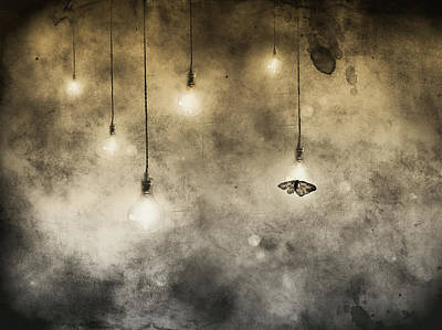 Light Bulb Wall Art - Photograph - Attraction by Jeffrey Hummel