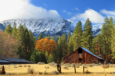 Autumn Barn At Thompson Peak Art Print