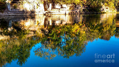 Autumn Peggy Franz Photograph - Autumn Reflection On The Big River by Peggy Franz