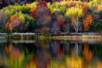 Photograph - Autumn Sprinkle On Rose Valley Lake by Gene Walls