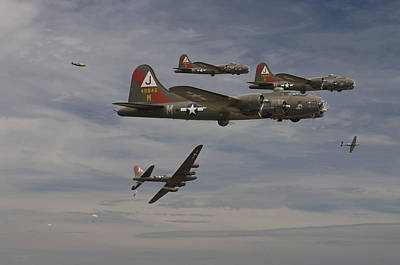 B17 Photograph - B17 - Down by Pat Speirs