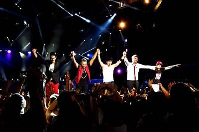 Backstreet Boys Photograph - Backstreet Boys Live Bow by Devina Browning