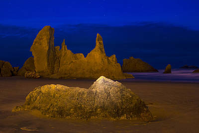 Laura James Photograph - Bandon Beach In The Early Morning by Laura James