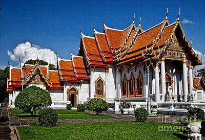Art Print featuring the photograph Bankok Wat by Shirley Mangini