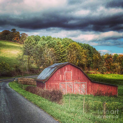 Photograph - Barn Along The Crooked Road by Kerri Farley