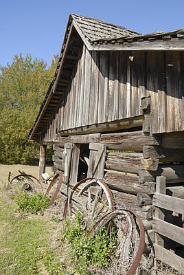 Photograph - Barn And Wagon Wheels by Charles Beeler