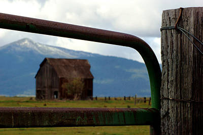 Photograph - Barn In Oregon Countryside by Daniel Woodrum