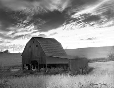 Farms-n-barns Photograph - Barn On Rt.41 Ross County by Randall Branham