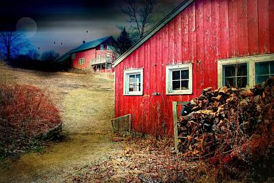 Connecticut Landscape Photograph - Barn Side by Diana Angstadt