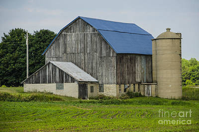 Photograph - Barn With A Blue Roof Suamico Wisconsin by Deborah Smolinske