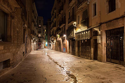 Old Home Place Photograph - Barri Gotic At Night In Barcelona by Artur Bogacki