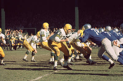 Football Photograph - Bart Starr Drops Back by Retro Images Archive