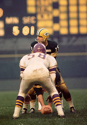Football Photograph - Bart Starr Looks Around by Retro Images Archive