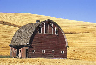 Contour Farming Photograph - Basic Palouse Barn by Latah Trail Foundation