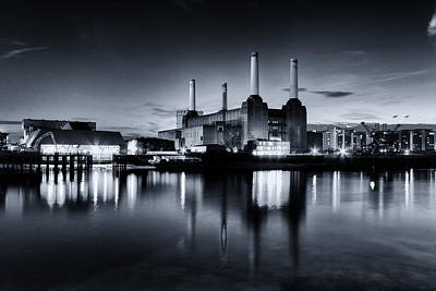 Pink Floyd Photograph - Battersea Blues by Ian Hufton