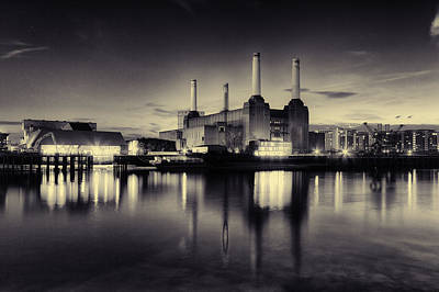 Pink Floyd Photograph - Battersea Power Station by Ian Hufton