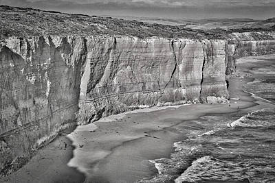 Photograph - Bay Of Islands Cliffs #2 - Black And White by Stuart Litoff