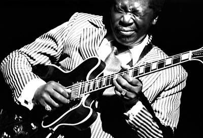 B.b. King - Squeezing Lucille Art Print
